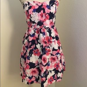 MOSSIMO SUPPY CO 🌷🌹🌷🌹🌷FLORAL Strapless dress